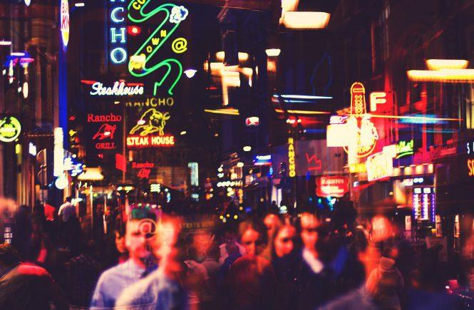 Amsterdam im Neonlicht